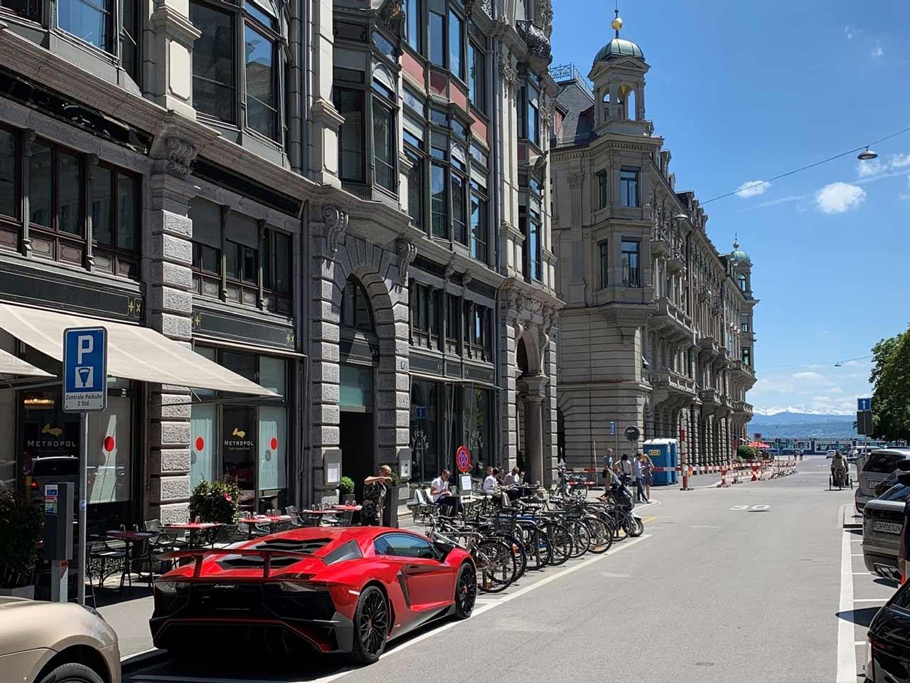Supersportwagen in Zürich