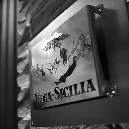 Schild Vega Sicilia
